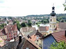Blick auf das Dorf beim Abstieg von der Burg