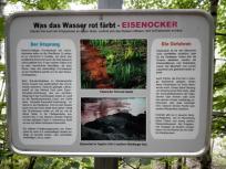 Infotafel zur Rotfärbung des Wassers durch Salzausschwemmungen