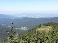 Auf der Osserwiese unterhalb des Gipfels des Großen Osser starten die Gleitschirmflieger