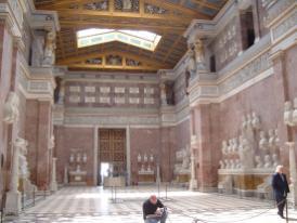 Das Innere der Walhalla (Foto: Tim Meuter | http://commons.wikimedia.org | Lizenz: CC BY-SA 3.0 DE)