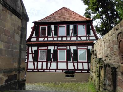Pfarrhaus neben der Kirche