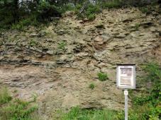 Gesteinsaufschlüsse entlang des Weges