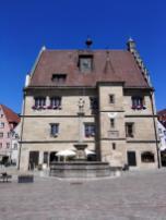 Das Rathaus von der Seite gesehen