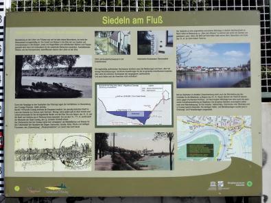Infotafel zum Leben am Fluss