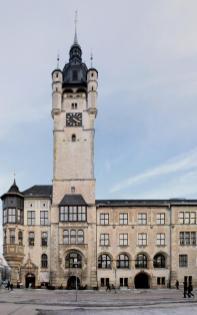 Seitenansicht des Rathauses (Foto: Loddar92 | http://commons.wikimedia.org | Lizenz: CC BY-SA 3.0 DE)