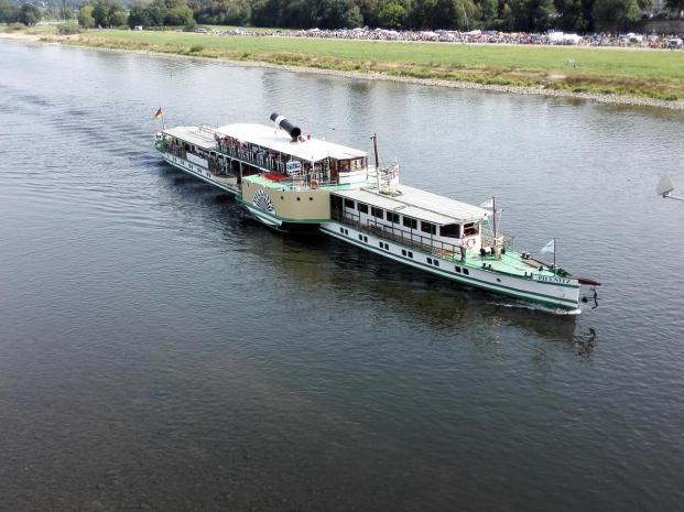 Raddampfer auf der Elbe