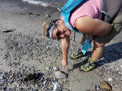 Jutta hat einen Herzi-Stein am Strand entdeckt