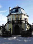 Die sogenannte Friedrichsburg, ein kleines Lustschloss innerhalb der Anlage mit Rundumblick in das Elbtal