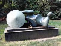 Skulptur im Garten auf der Rückseite der Kaiserpfalz