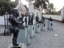 "Skulpturengruppe ""Lenzener Narrenfreiheit ""vor der Burg Lenzen"