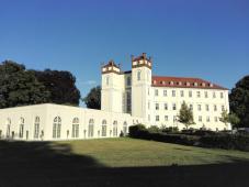 Frontansicht auf das Schloss
