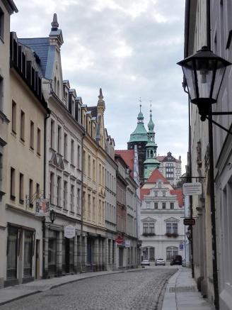 Altstadtgasse mit Blick zur Kirche