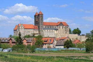 Markante Landmarke von Quedlinburg: Der Schlossberg (Foto: Avda | http://commons.wikimedia.org | Lizenz: CC BY-SA 3.0 DE)