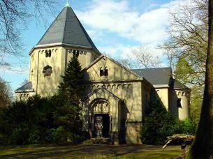Grabkapelle des Otto von Bismarck (Foto: Reinhard Kraasch | http://commons.wikimedia.org | Lizenz: CC BY-SA 3.0 DE)
