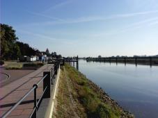 Promenade am Hafenbecken