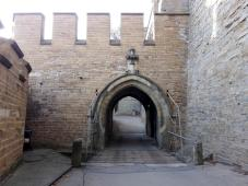 Eingangsportal mit Zugbrücke