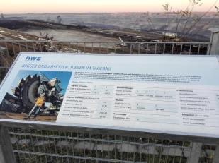 Infotafeln an der Besucherplattform