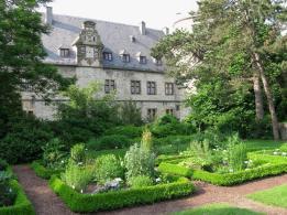 Kräutergarten neben der Burg (Foto: Rufus46 | http://commons.wikimedia.org | Lizenz: CC BY-SA 3.0 DE)
