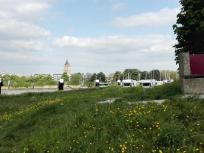 Blick zu den Wohnmobilen, dahinter der Kirchturm von Gorinchem