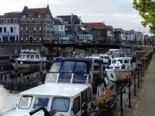 Hafen an der Schleuse zwischen Linge und Merwede