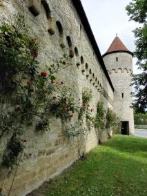 Die alte Startmauer mit dem ehemaligen Gefängnisturm