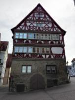 Historisches Gebäude unterhalb der Stiftskirche