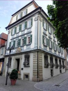 Historisches Gebäude neben der Stiftskirche