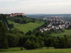 Blick hinüber zum Schloss ob Ellwangen und zur Stadt