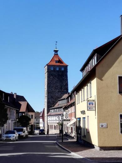 Hauptstraße von Waldenburg mit Blick auf den Bergfried