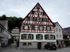 Schönes Fachwerkhaus, hinten links das ehemalige Würzburger Amtshaus