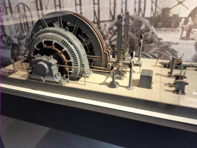 Miniatur des Seilantriebs für den Förderturm in der Maschinenhalle