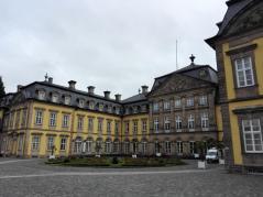 Rosenrondell vor dem Schloss