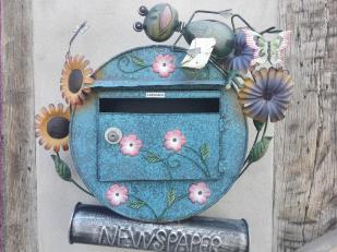 Ausgefallener Briefkasten an einem Haus