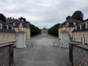 Sichtachse durch den Schlosspark zur Rückseite des Schlosses