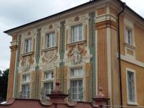 Aufwändige Fassadenbemalung an den Gebäuden der Orangerie im Stile der zeitgenössischen Scheinarchitektur