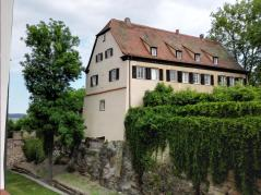 Wirtschaftsgebäude neben der Burg