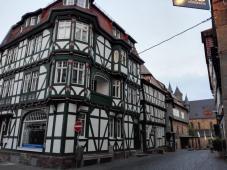 Historische Bauten an der alten Hauptstraße