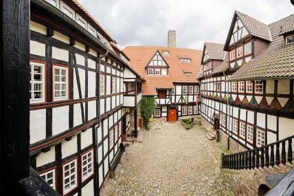 Blick in den Innenhof der Burg Ludwigstein vom Balkon aus. (Foto: Any1s | http://commons.wikimedia.org | Lizenz: CC BY-SA 3.0 DE)