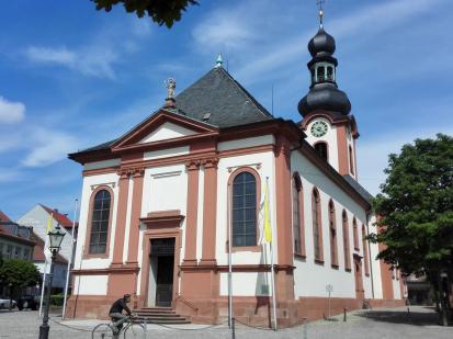 Stadtkirche von Schwetzingen außerhalb des Schlosses