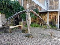 Engel-Skulptur an einem Steinmetzbetrieb
