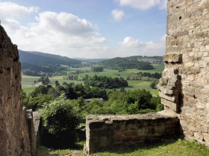 Blick über die alte Burgmauer in Richtung Süden
