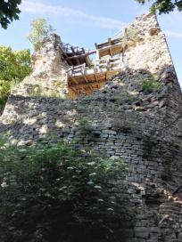 Der Bergfried der Burgruine Schartenberg