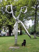 Skulptur vor dem Klingenmuseum