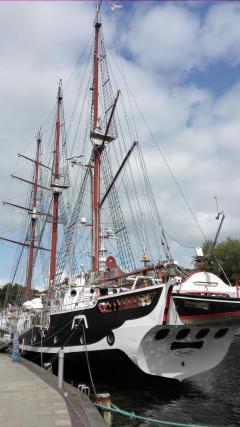 Restauriertes Segelschiff im Binnenhafen