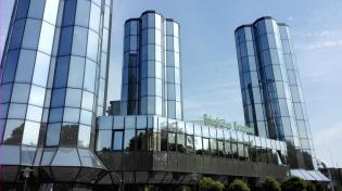 Brautürme der Friesischen Brauerei, in der Jever Pils hergestellt wird