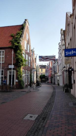 Einkaufsstraße am Rathaus