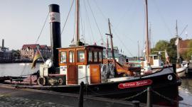 Altes Dampfboot im Hafen