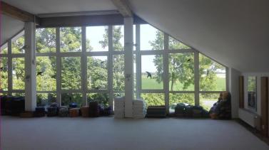 Der große Yoga-Raum im Obergeschoss mit Blickrichtung Horumersiel