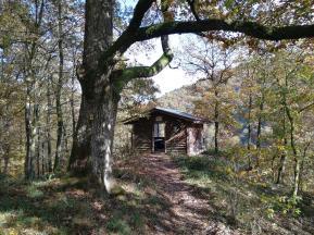 Schutzhütte hoch über dem Liesertal