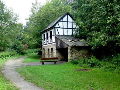 Reste der alten Gronrechtsmühle im Grünen Pütz im Urfttal (Foto: Pfir | http://commons.wikimedia.org | Lizenz: CC BY-SA 3.0 DE)
